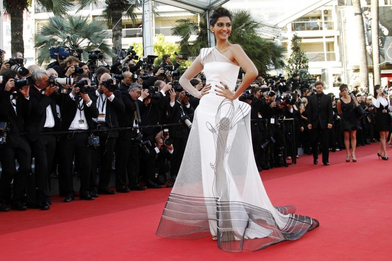 Sonam Kapoor - Evolution of a Fashion & Style Diva sonam kapoor - article on sonam kapoor4 - Sonam Kapoor – Evolution of a Fashion & Style Diva