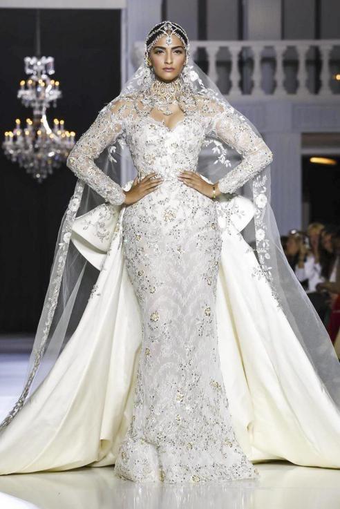 Sonam Kapoor - Evolution of a Fashion & Style Diva sonam kapoor - article on sonam kapoor5 - Sonam Kapoor – Evolution of a Fashion & Style Diva