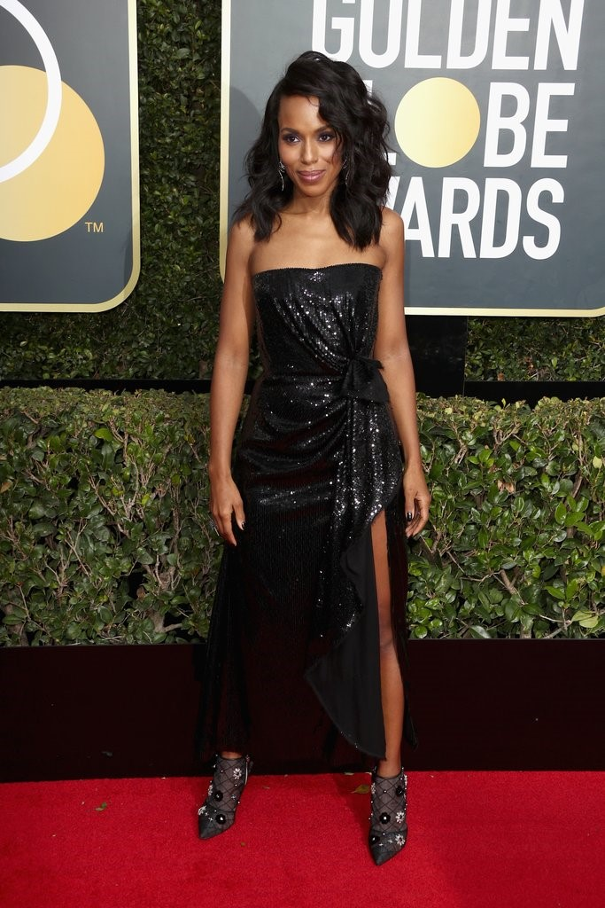 Kerry Washington looked fresh and absolutely breath taking in a Prabal Gurung Dress, she paired it with a Roger Viver Booties giving it a complete look. golden globes 2018 - 5 - JD's top 13 red carpet looks of Golden Globes 2018