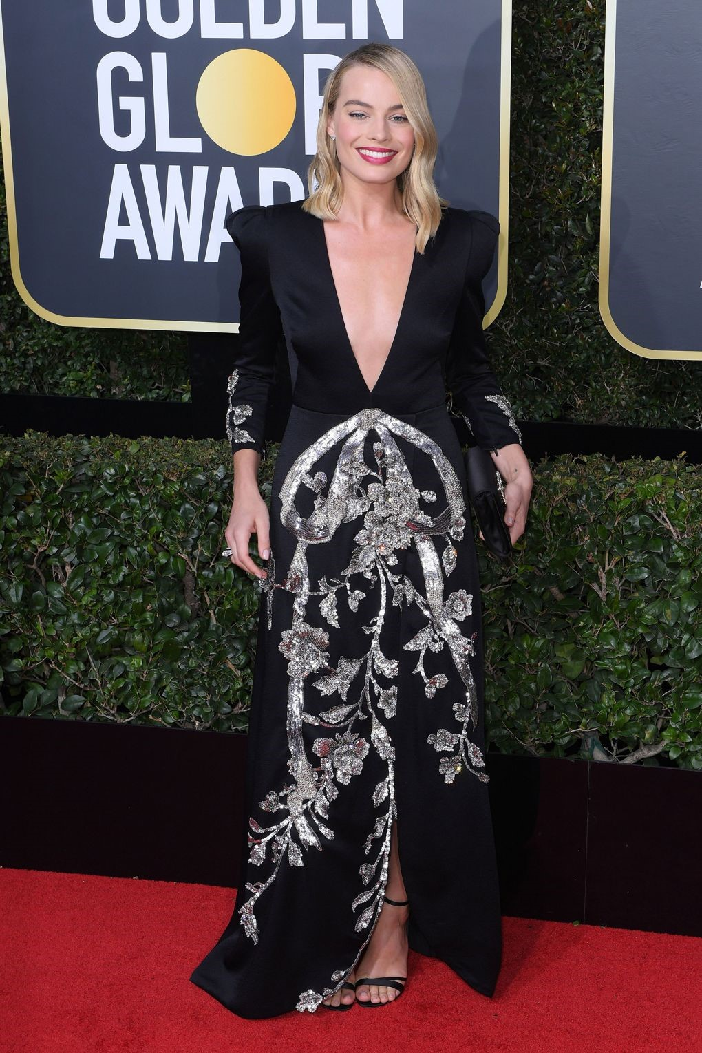Maggie Robot in Vintage inspired Gucci with the right amount of sparkle, she completed her look with a Roger Viver Sandals making it a complete look. golden globes 2018 - 6 - JD's top 13 red carpet looks of Golden Globes 2018