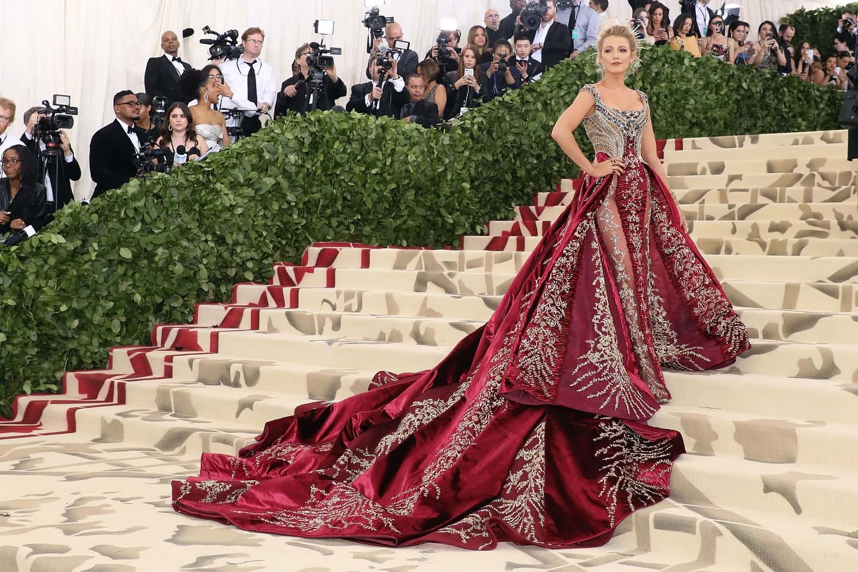 In the name of Fashion met gala - versaace - In the name of Fashion, Amen – Heavenly Bodies and Catholic Imagination – Met Gala Review