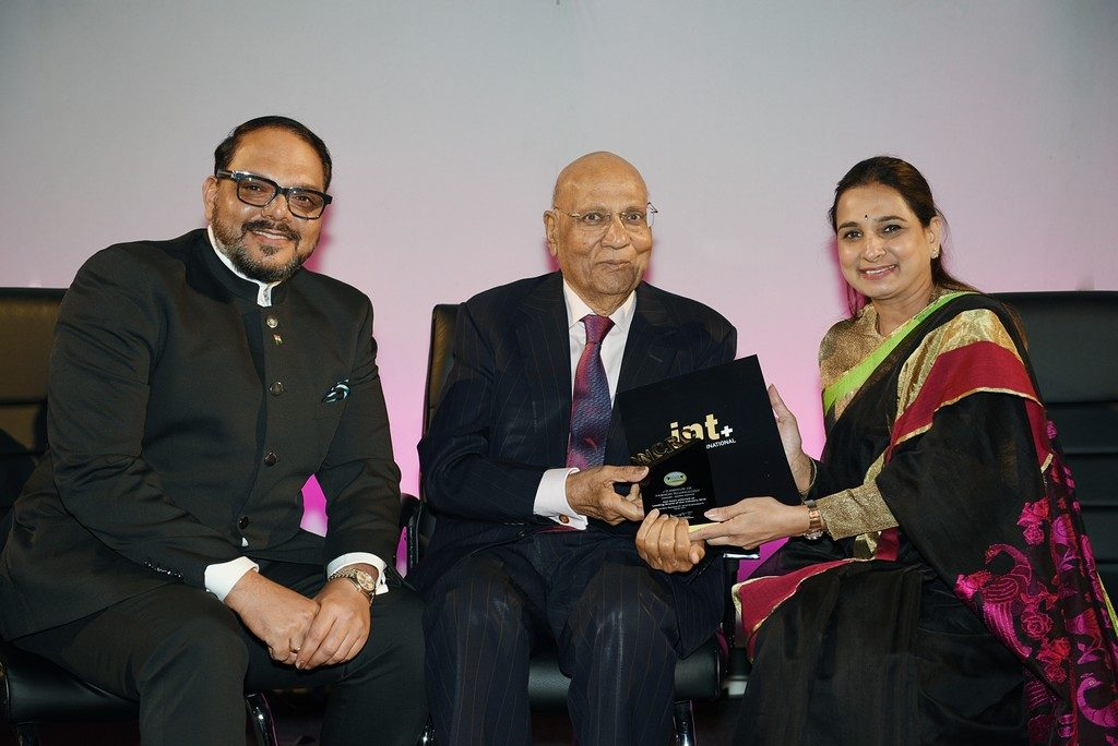 fashion designing institute - UK Asian Award Leaders in Education 1024x684 - Home Page