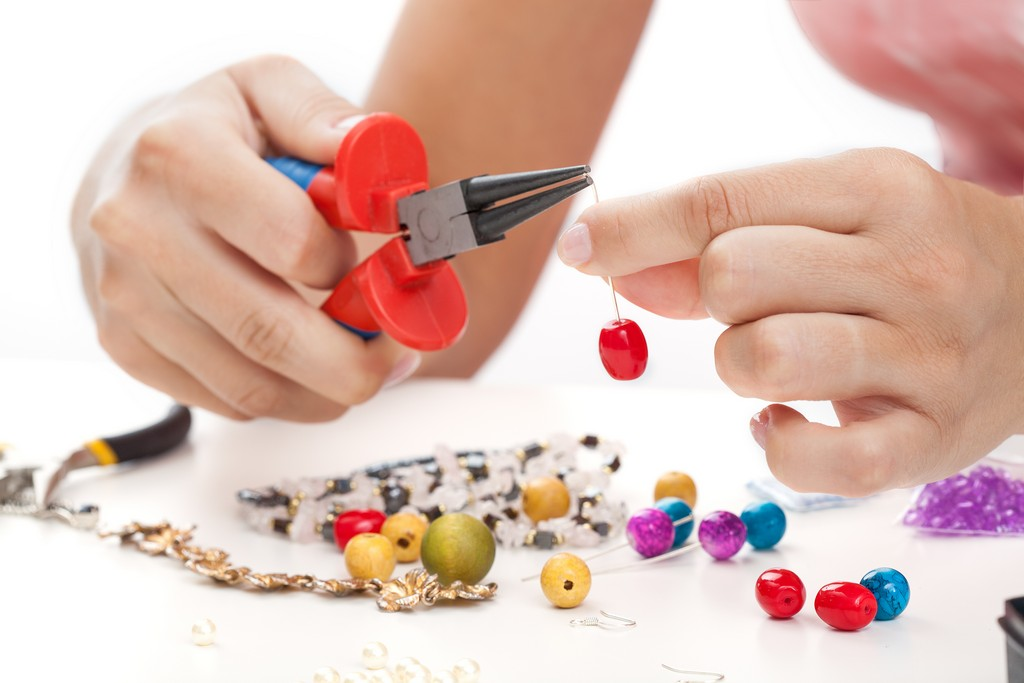 jewellery business - Start a Homemade Jewellery Business 1 - How to Start a Homemade Jewellery Business At Home