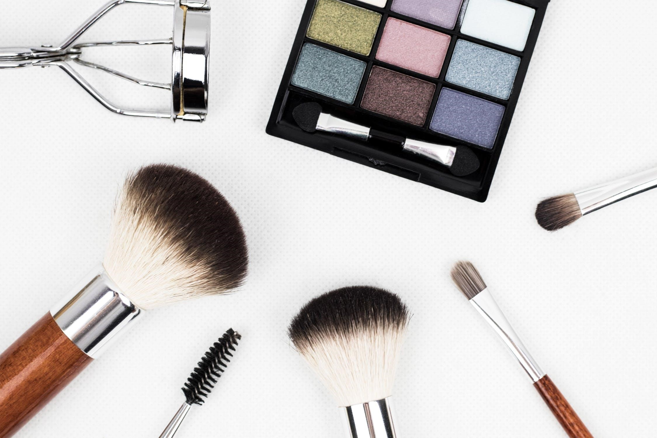 give your hair and makeup a trendy spin in 2019 - Makeup a Trendy 1 - Give Your Hair and Makeup a Trendy Spin in 2019
