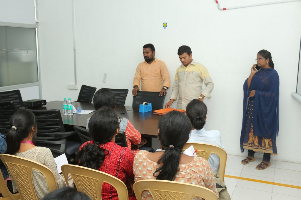 SKL Exports – Industry Visit by JD Institute of Fashion Technology skl exports - SKL exports manikandan speaking to students - SKL Exports – Industry Visit  by JD Institute of Fashion Technology, Cochin