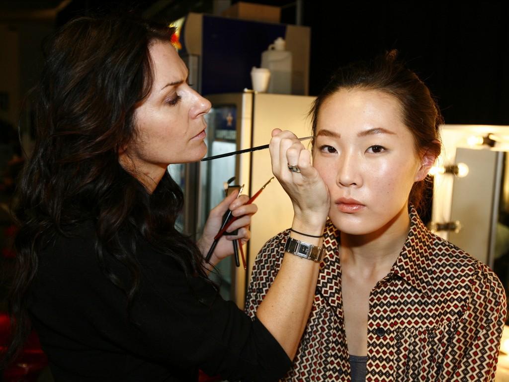 Makeup Artist makeup artist - How to Become a Celebrity Makeup Artist 4 - How to Become a Celebrity Makeup Artist?