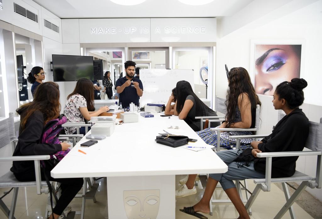 make-up department students at kryolan - httpsin - Make-up Department Students at Kryolan | A session on Airbrush Make-up