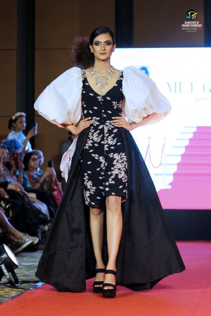 jd institute of fashion technology - IMG 8389 1 683x1024 - Gallimaufry – The sophisticated red carpet look by JD Institute Of Fashion Technology