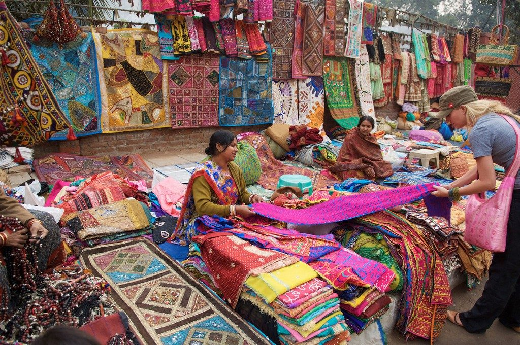 Janpath, New Delhi best places for street shopping - Best Street Shopping Experience across India 1 1024x680 - Where to Go for the Best Street Shopping Experienceacross India