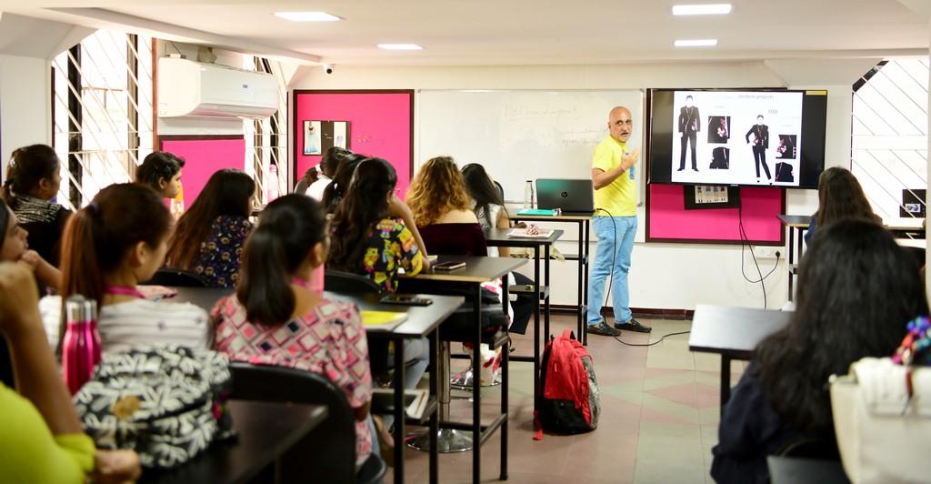 Mannoviraj Khosla mannoviraj khosla - DSC 9462 - Knowledge Session with JD Mentor and Designer Par Excellence – Mr. Mannoviraj Khosla