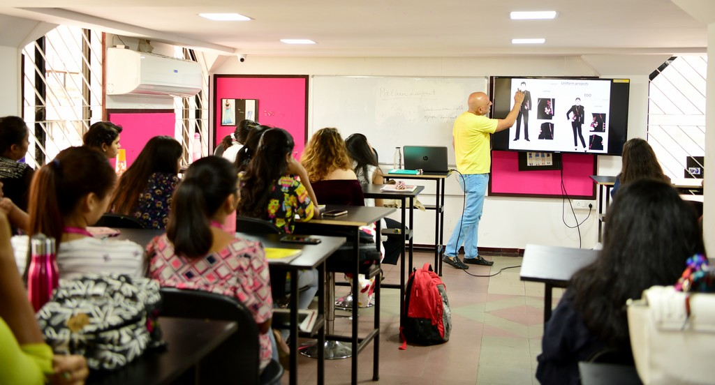 Mannoviraj Khosla mannoviraj khosla - DSC 9464 - Knowledge Session with JD Mentor and Designer Par Excellence – Mr. Mannoviraj Khosla