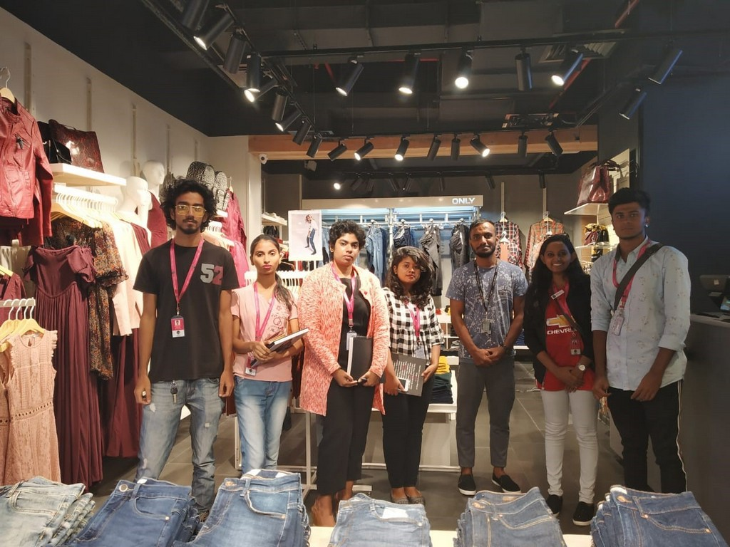 visual merchandising - Mr Satish from ONLY with the students - VISUAL MERCHANDISING FIELD TRIP TO GARUDA MALL
