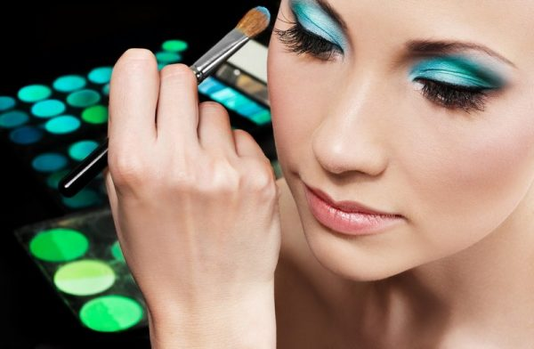 diploma in makeup artistry – 1 month - Make up 2 1 600x392 - Diploma in Makeup and Hairstyle Artistry – 6 Weeks  - Make up 2 1 600x392 - RT Nagar Campus – Bangalore