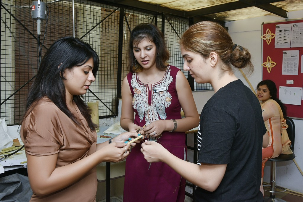 bamboo workshop - Bamboo workshop by Jigna Bhadeshiya 9 - Bamboo workshop by Jigna Bhadeshiya – Jewellery Design Department