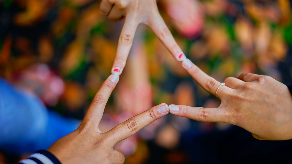 Do you want to learn about fashion communication? Read it all here! fashion communication - photography of people connecting their fingers 1023828 - Do you want to learn about fashion communication? Read it all here!