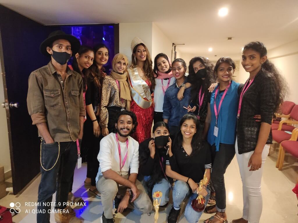 Mrs. India Global 2021 Students of JD did outstanding job at mrs. india global 2021 - Backstage Volunteers - Mrs. India Global 2021 Students of JD did outstanding job at