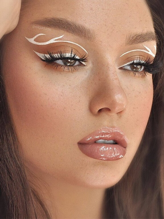 makeup trends - Expressive Eyes 1 - MAKEUP TRENDS OF 2021: LESS IS MORE!