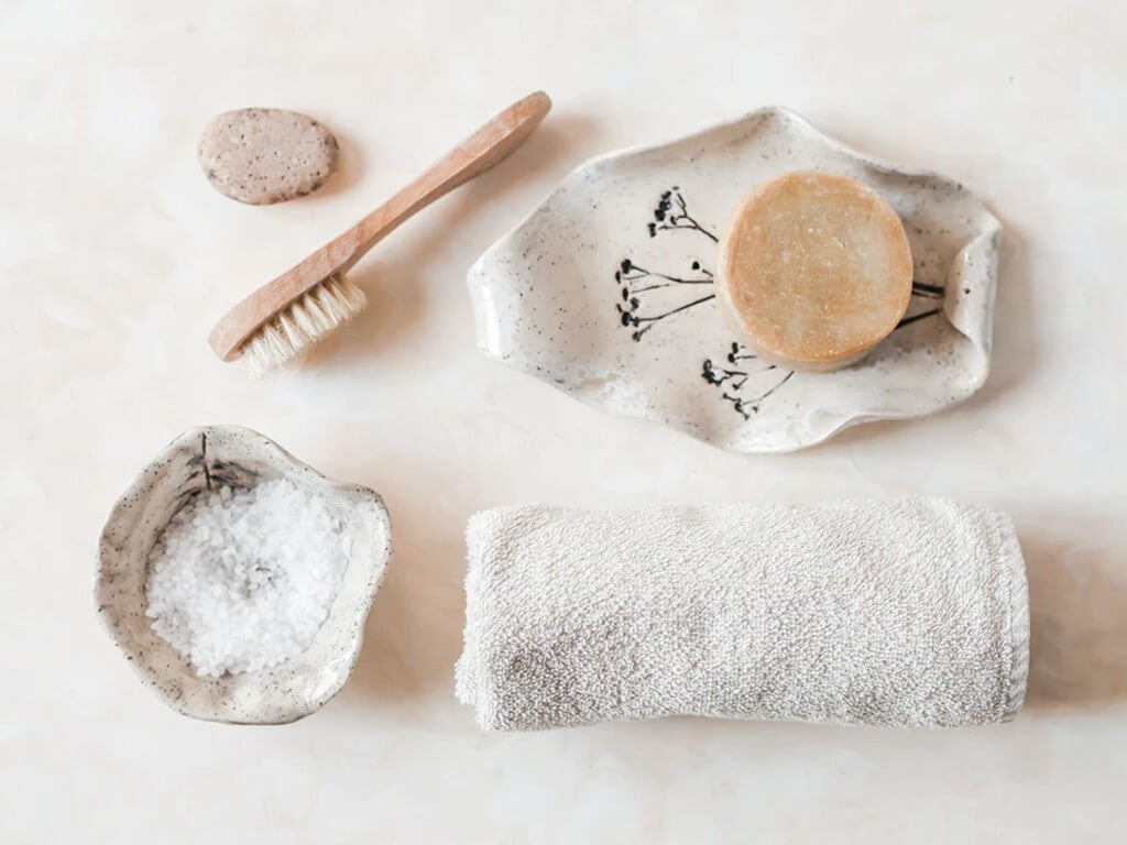 MAKEUP BRUSHES: How and Why you should keep them clean? makeup brushes - Subheading 2 What do I use to wash brushes - MAKEUP BRUSHES: How and Why you should keep them clean?