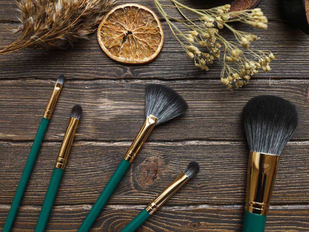 MAKEUP BRUSHES: How and Why you should keep them clean? makeup brushes - Thumbnail 1 1 - MAKEUP BRUSHES: How and Why you should keep them clean?