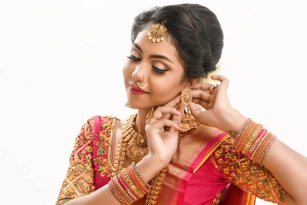 South Indian Bridal Workshop by Guest Faculty –Ms. Naina Singh south indian bridal look - thumbnail 3 - South Indian Bridal Look Workshop by Guest Faculty –Ms. Naina Singh