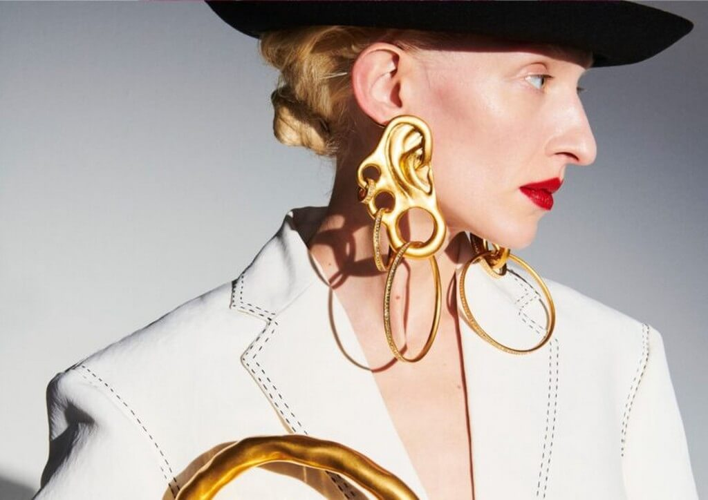 Body Parts Jewelry mimicking the human form by Maison Schiaparelli  body parts jewelry - Body Parts Jewelry mimicking the human form by Maison Schiaparelli 1 - Body Parts Jewelry mimicking the human form by Maison Schiaparelli