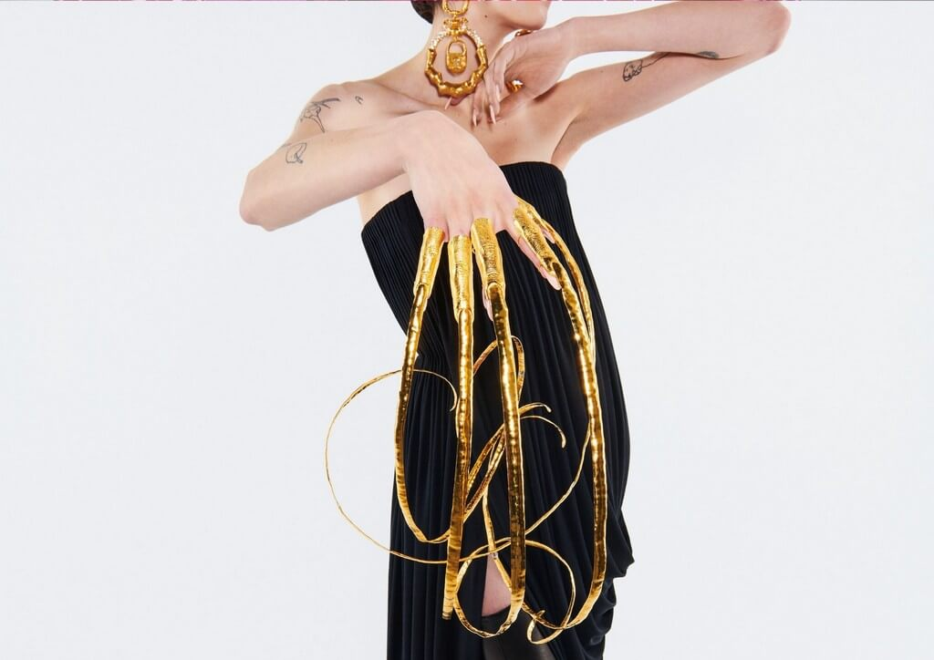Body Parts Jewelry mimicking the human form by Maison Schiaparelli  body parts jewelry - Body Parts Jewelry mimicking the human form by Maison Schiaparelli 3 - Body Parts Jewelry mimicking the human form by Maison Schiaparelli