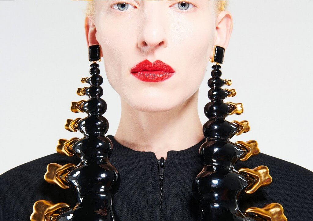 Body Parts Jewelry mimicking the human form by Maison Schiaparelli body parts jewelry - Body Parts Jewelry mimicking the human form by Maison Schiaparelli 4 - Body Parts Jewelry mimicking the human form by Maison Schiaparelli