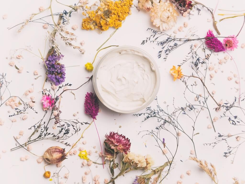 BEAUTY MARKET TRENDS 2022 beauty market trends - Clean Beauty  - BEAUTY MARKET TRENDS 2022