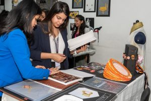 Jewellery Display – Hybrid Learning diploma in fine jewellery design - Jewellery Display     Hybrid Learning 10 300x200 - Diploma in Fine Jewellery Design – 1 Year