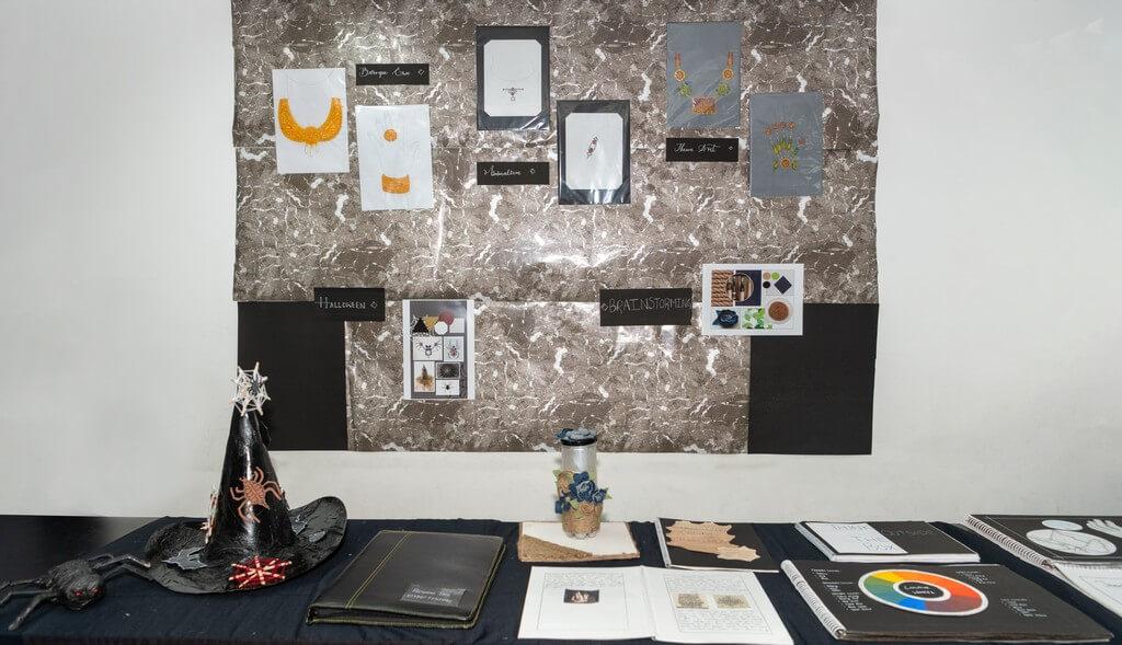 Jewellery Display – Hybrid Learning jewellery display - Jewellery Display     Hybrid Learning 3 - Jewellery Display – Hybrid Learning
