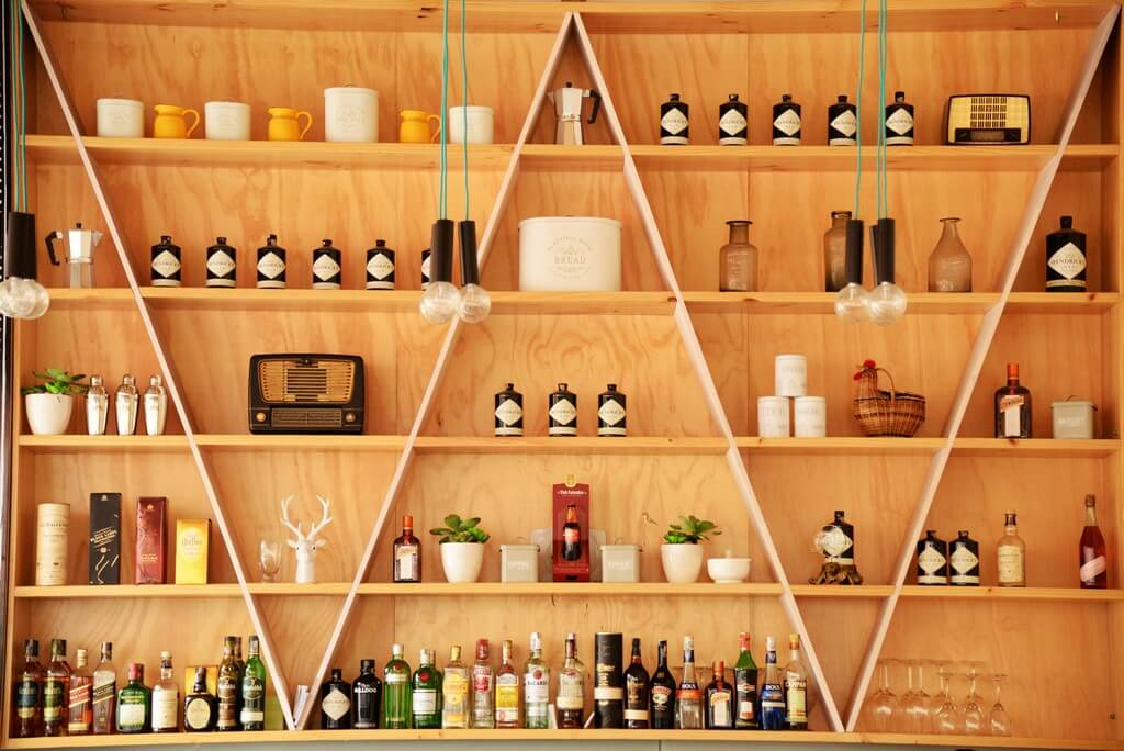 Open shelves - 6 ways to style them open shelves - Open shelves 6 ways to style them 9 - Open shelves – 6 ways to style them