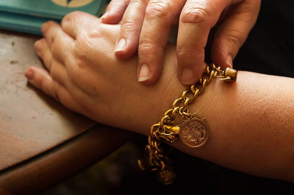 Charm Bracelets – From religion to a sentiment charm bracelets - Charm Bracelet - Charm Bracelets – From religion to a sentiment
