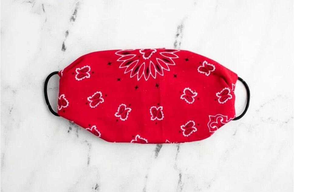 DIY face masks - Easy steps to make trendy, no-sew masks diy face masks - DIY Step 4 - DIY face masks – Easy steps to make trendy, no-sew masks
