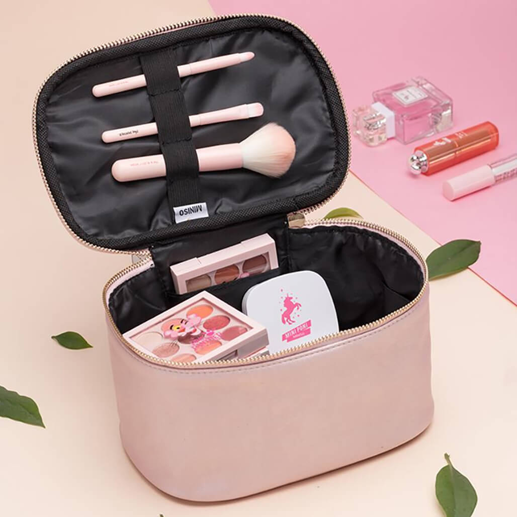 Makeup Bags That Are Travel-Friendly makeup bags - Makeup Bags That Are Travel Friendly 8 - Makeup Bags That Are Travel-Friendly