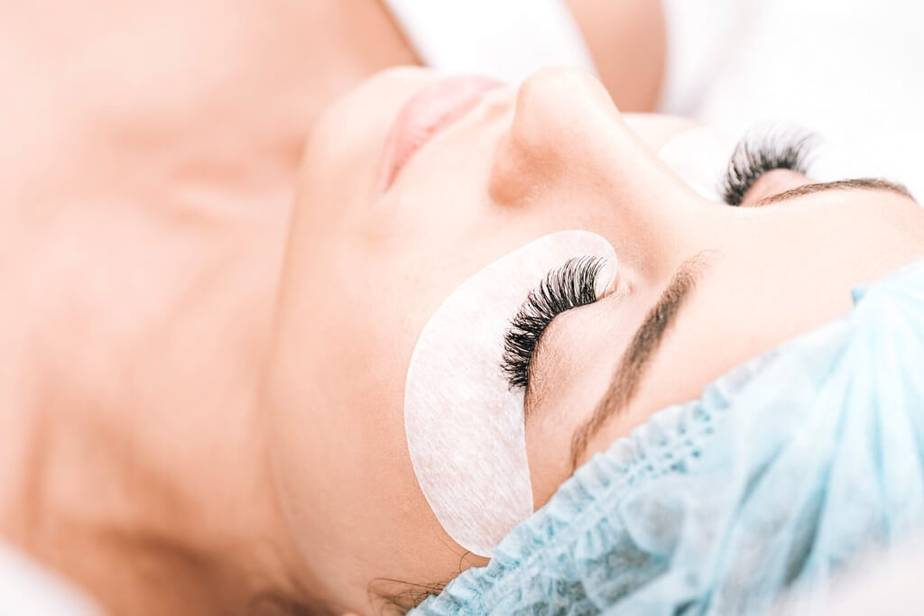 Removing eyelash extensions at home couldn't get any easier; here's how removing eyelash extensions - Removing eyelash extensions at home couldnt get any easier heres how 1 - Removing eyelash extensions at home couldn't get any easier; here's how