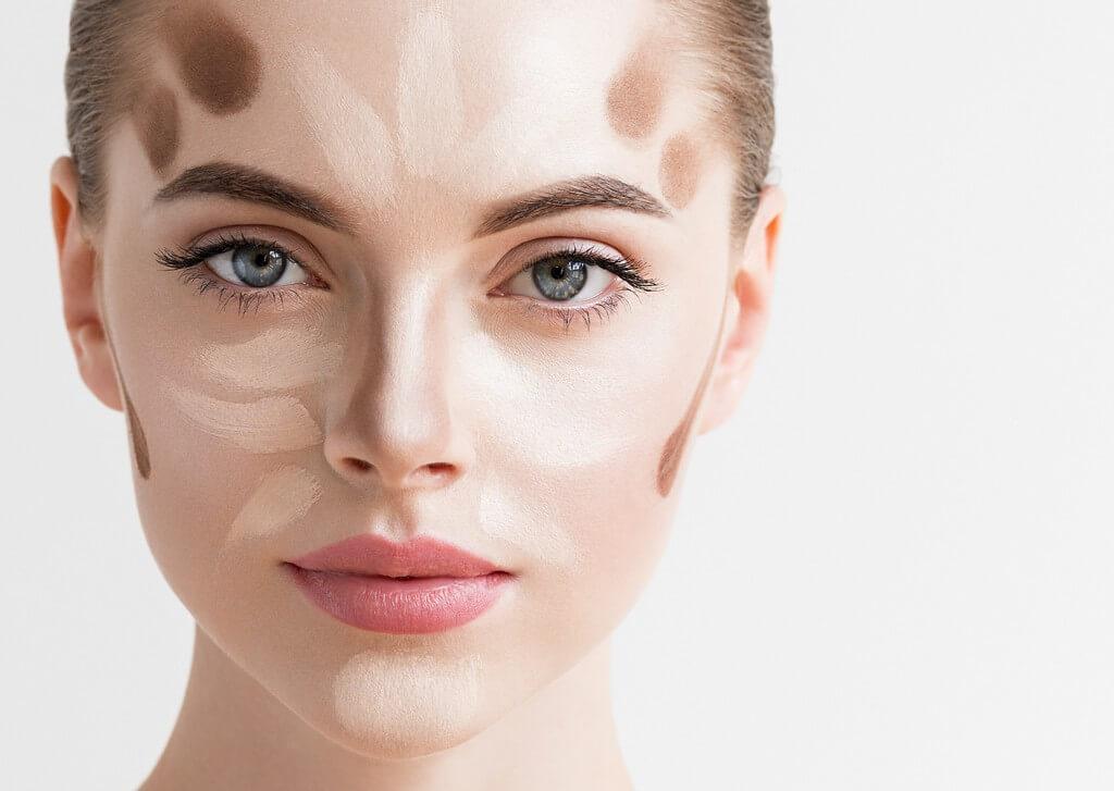 tweezer nose contouring - Tweezer nose contouring is the easiest makeup hack ever 1 - Tweezer nose contouring is the easiest makeup hack ever