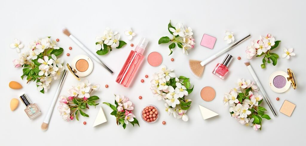 Makeup Products That Every Girl Must Have: Top 5 makeup - Makeup Products That Every Girl Must Have Top 5 Thumbanil - Makeup Products That Every Girl Must Have: Top 5