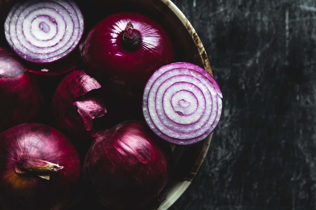Onion oil: The new magic potion for lustrous and healthy hair onion oil - Onion oil The new magic potion for lustrous and healthy hair 3 - Onion oil: The new magic potion for lustrous and healthy hair
