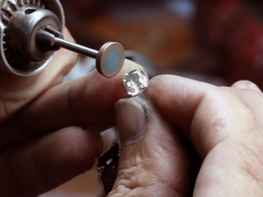 Synthetic Diamonds - Breakthrough Gem Material that beats Mined Diamonds synthetic diamonds - Synthetic Diamonds Breakthrough Gem Material that beats Mined Diamonds 1 - Synthetic Diamonds – Breakthrough Gem Material that beats Mined Diamonds