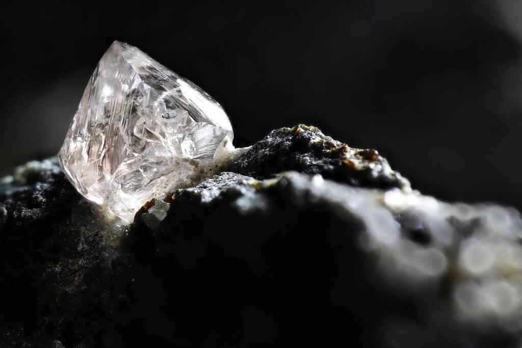 Synthetic Diamonds - Breakthrough Gem Material that beats Mined Diamonds synthetic diamonds - Synthetic Diamonds Breakthrough Gem Material that beats Mined Diamonds 3 - Synthetic Diamonds – Breakthrough Gem Material that beats Mined Diamonds