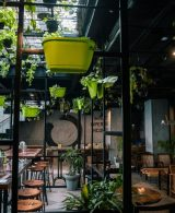 Types of tables used in restaurants and cafes