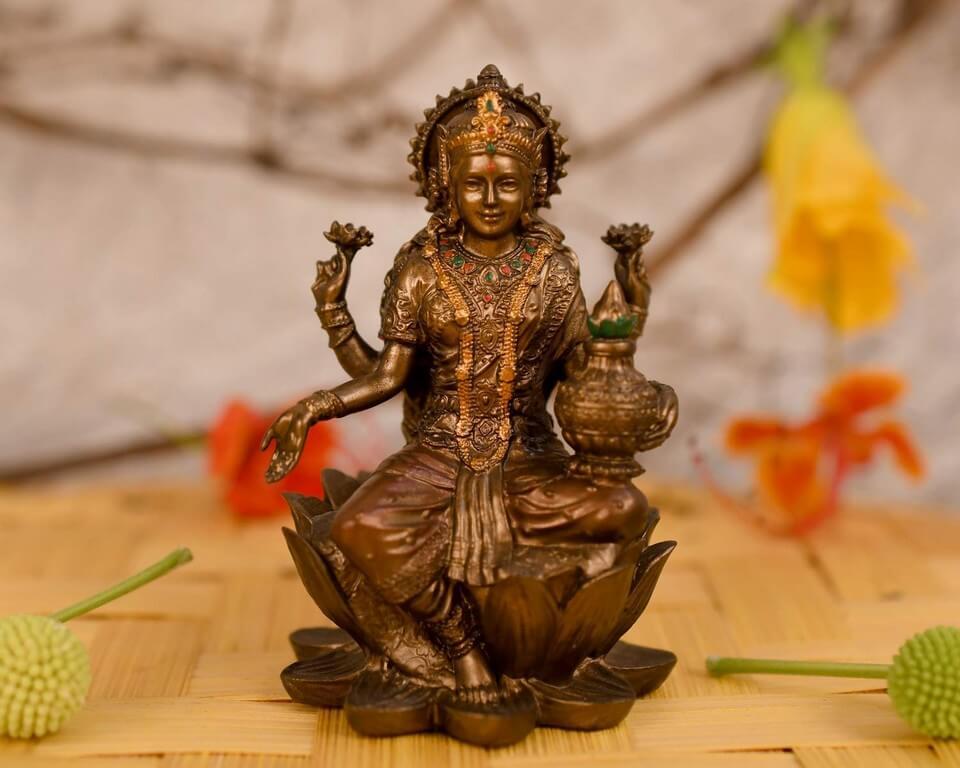 Varamahalakshmi Vratam: Origin, Decoration and food varamahalakshmi vratam - Varamahalakshmi Vratam Origin Decoration and food THUMBNAIL - Varamahalakshmi Vratam: Origin, Decoration and food