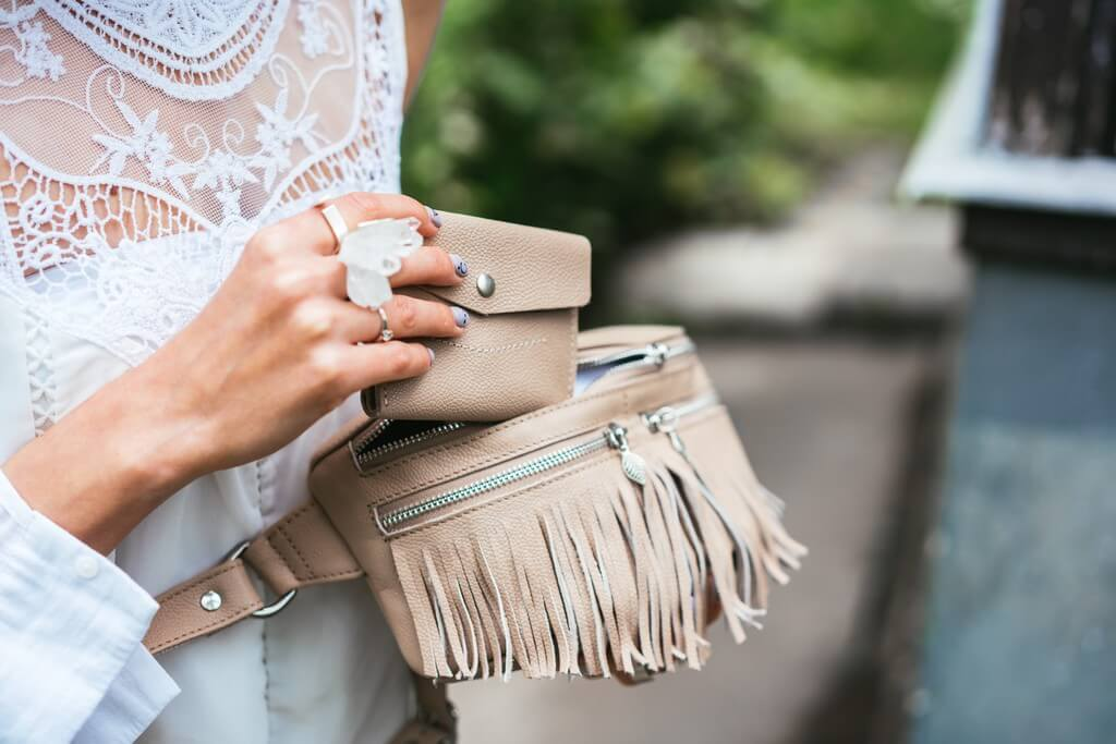 Classic baguette bag: The biggest trend everyone is getting a hold of classic baguette bag - Classic baguette bag The biggest trend everyone is getting a hold of 2 - Classic baguette bag: The biggest trend everyone is getting a hold of