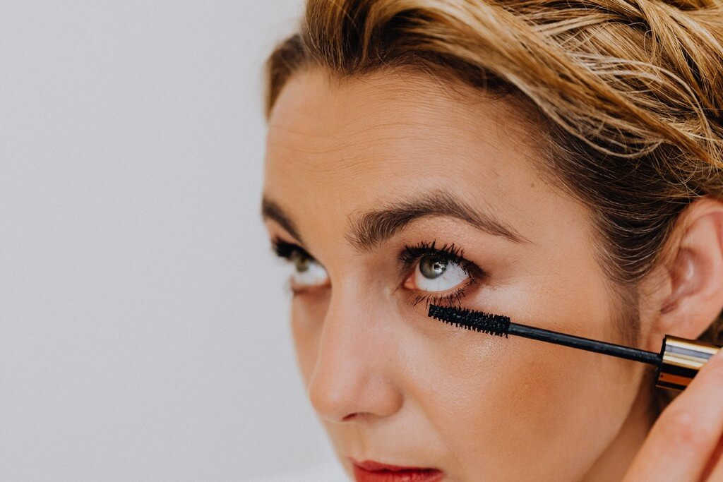 Mascara: Makeup lovers, what you need to know before applying mascara mascara - Mascara Makeup lovers what you need to know before applying mascara 5 - Mascara: Makeup lovers, what you need to know before applying mascara