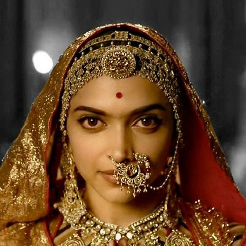 Deepika padukone fashioning Borla in the movie Padmavati padmavati jewellery - gems of rajasthan Padmavati Jewellery – Gems of Rajasthan – Samanvita Gnanesh Rakhdi or borla