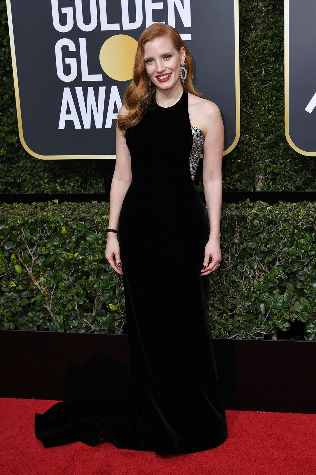 Jessica Chastain looked gorgeous in a custom made Armani Prive. golden globes 2018 JD's top 13 red carpet looks of Golden Globes 2018 12