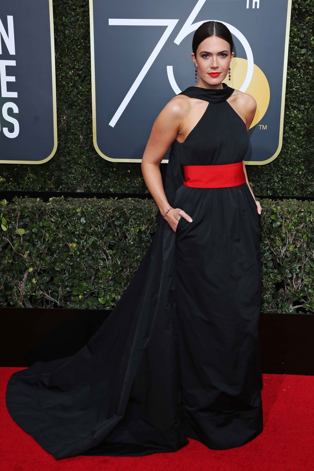 Mandy Moore looked phenomenal in Rosie Assoulin, she showed her support in a stronger way by adding red to her gown. golden globes 2018 JD's top 13 red carpet looks of Golden Globes 2018 7