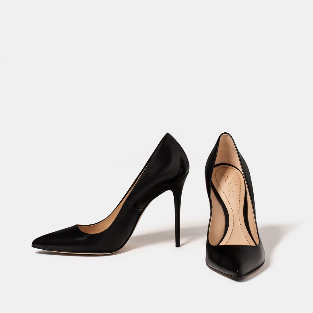 Black Pums essential shoes - Essential Shoes Every Women Should Have - Essential Shoes Every Women Should Have – 2018