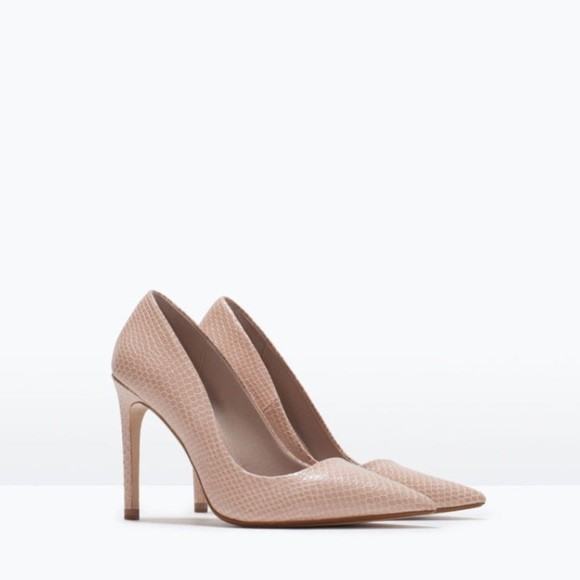 Nude Pumps essential shoes Essential Shoes Every Women Should Have – 2018 Nude Pumps
