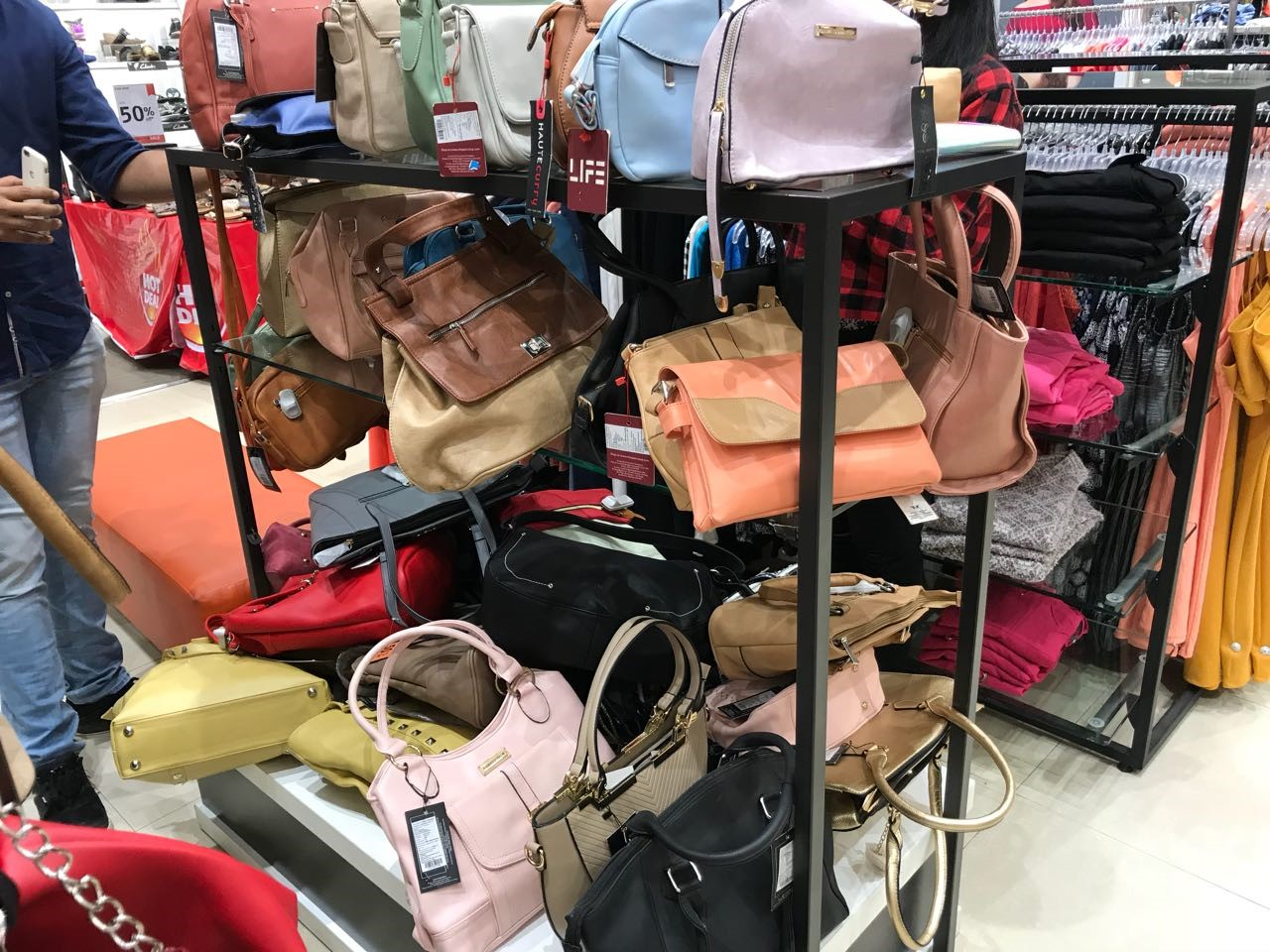 bag section internship journey of a jediiian at shoppers stop - bag section - Internship Journey of a JEDIIIAN at Shoppers Stop